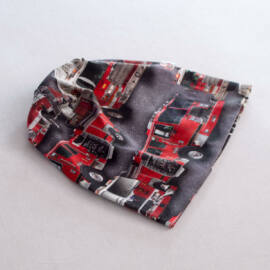 Piros és fekete, tűzoltóautó mintás tavaszi gyerek sapka a Féltucat gyerekruha ebáruház kínálatában